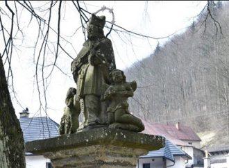 Oravské múzeum P. O. Hviezdoslava zreštaurovalo kamenné súsošie svätého Jána Nepomuckého