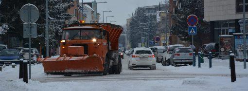 Pracovníci VPS v Liptovskom Mikuláši žiadajú vodičov, aby neblokovali zimnú údržbu