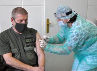 Ústredná vojenská nemocnica v Ružomberku začala s očkovaním svojich zamestnancov