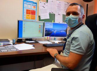 Pri liečbe ochorenia COVID-19 pomáha lekárom mobilná aplikácia