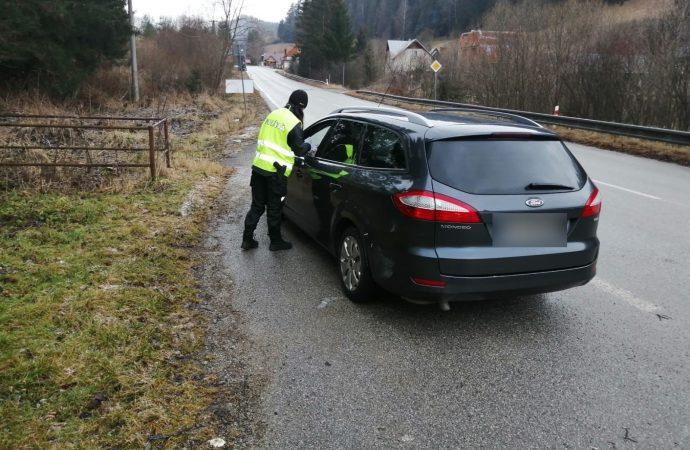 Polícia neustále vykonáva kontroly protipandemických opatrení