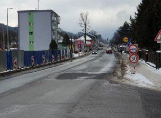 Hlavný cestný ťah cez Liptovský Hrádok na ulici SNP je už dlhodobo v nevyhovujúcom stave