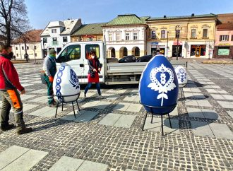 Mesto Liptovský Mikuláš aj tento rok privíta Veľkú noc obrími veľkonočnými vajcami