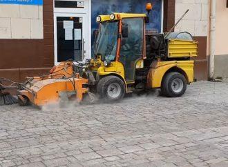 Po zimnom období sado čistenia mikulášskych ulíc pustili mechanizmy Verejnoprospešných služieb