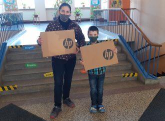 Žilinským školákom pomôžu pri domácom online vzdelávaní nové notebooky od sponzorov