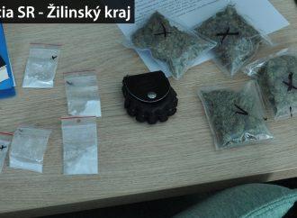 Policajti na Liptove našli kokaín a tisícky dávok marihuany