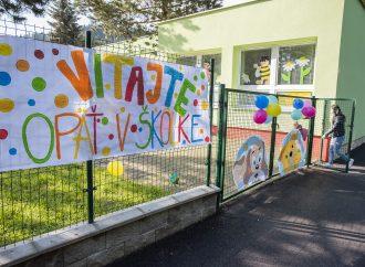 V Dolnom Kubíne sa od 12. apríla otvárajú materské školy a prvý stupeň základných škôl pre deti všetkých rodičov