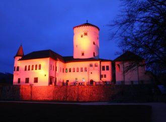 Budatínsky hrad svietil na červeno