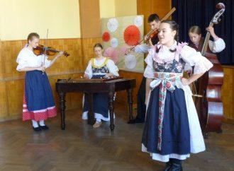 Súťažná prehliadka detských sólistov spevákov –O zlatú guľôčku sa uskutoční online