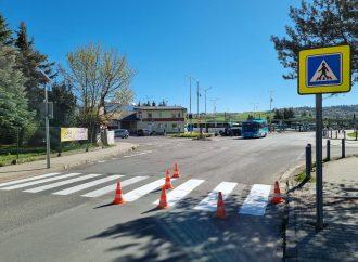 Zamestnanci Verejnoprospešných služieb mesta Liptovský Mikuláš začali s maľovaním priechodov pre chodcov