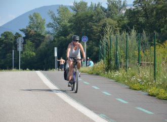 Projekt vybudovania Vážskej cyklodopravnej trasy má v župe stále zelenú