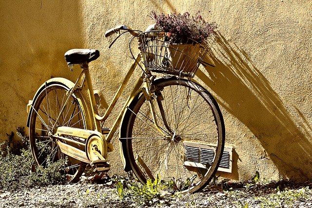 Oravská knižnica pozýva na mikrovýstavu historických a motorizovaných bicyklov
