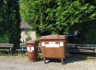 Mesto Ružomberok umiestnilo kontajner na biologicky rozložiteľný odpad na cintoríne v Hrboltovej