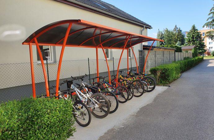 V areáli Základnej školy v Liptovskom Mikuláši vybudovali cykloprístrešok