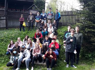 Deti zo Slovenska a Poľska spojilo drevo