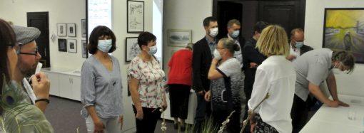 Vo výstavných priestoroch Liptovského kultúrneho strediska sa konala slávnostná vernisáž výstavy DVAJA Z NÁS