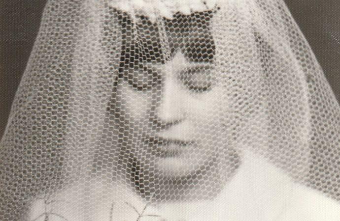 Výstava Premeny svadobnej bielej v Považskom múzeu