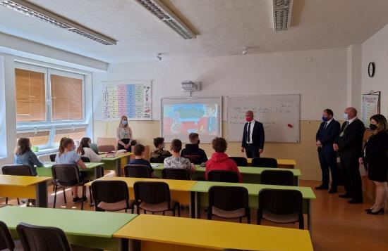 Minister školstva Branislav Gröhling navštívil obidve základné školy v Liptovskom Hrádku