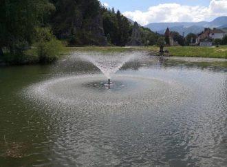 Súčasťou jazierka pri hrade a kaštieli v Liptovskom Hrádku je opäť aj fontánka