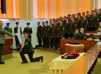 Na pôde Akadémie ozbrojených síl pasovali do hodnosti 68 absolventov