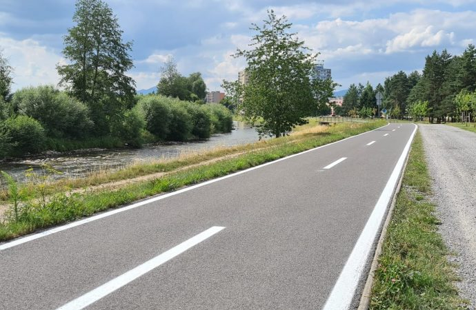 Mesto Liptovský Mikuláš začalo s obnovou vodorovného značenia na cyklochodníku