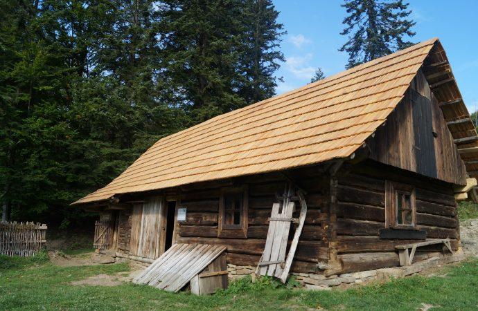 Šuľavov cholvárok, jeden z pôvodných objektov v Múzeu kysuckej dediny vo Vychylovke, prešiel veľkou rekonštrukciou