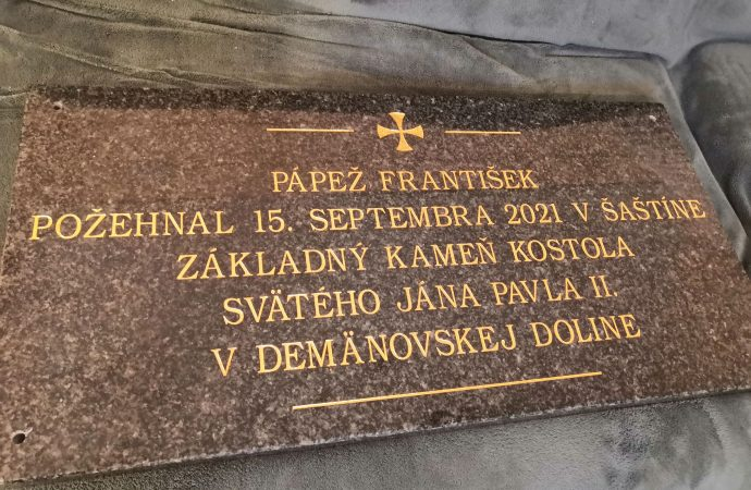 Základný kameň kostola v Demänovskej Doline požehnal pápež František