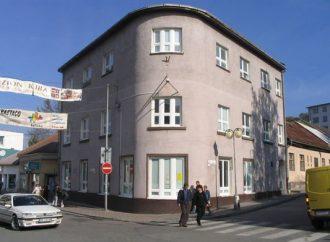 Oravská knižnica pozýva na výstavuAnny Šimákovej