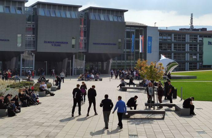 Slávnostné otvorenie akademického roka začína snovým logom