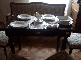 Do expozície Meštianske bývanie v Kaštieli Radoľa pribudla čalúnená sedacia súprava