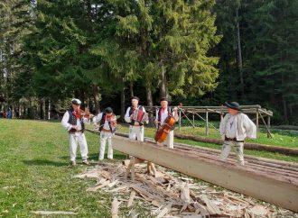 V Múzeu kysuckej dediny vo Vychylovke sa počas Dňa dreva rozozvučia píly