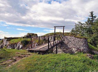 Tip na výlet – z najvyššie položeného slovenského hradu priamo do termálneho jazierka