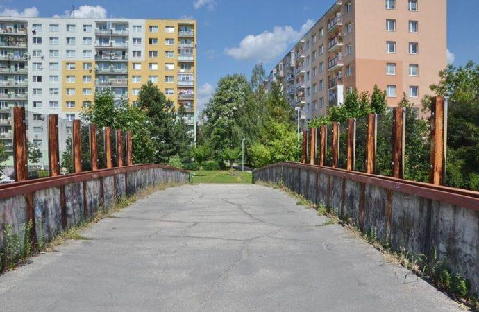 Mesto Žilina bude demontovať most pre peších na Obchodnej ulici na sídlisku Vlčince